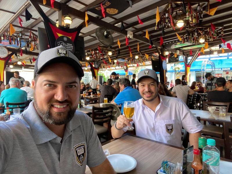 Cedida - Empresário Rafael Borges e o mestre cervejeiro Murilo Cassis, ambos da Cervejaria 018, participam do Festival de Cervejas de Blumenau, onde também acontece o Concurso Brasileiro de Cervejas