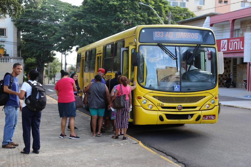 Weverson Nascimento - Prefeitura e empresa atribuem alterações à queda no número de passageiros
