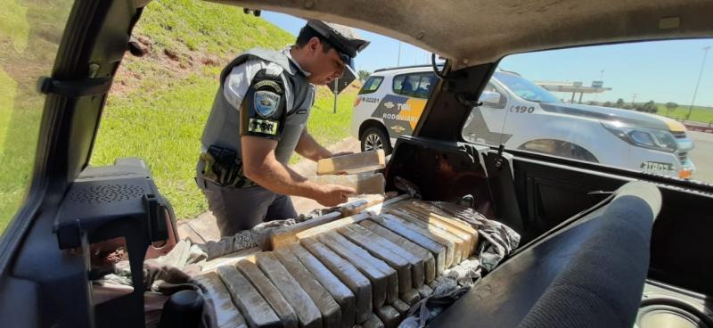 Polícia Militar Rodoviária - Drogas estavam no porta-malas do veículo abordado