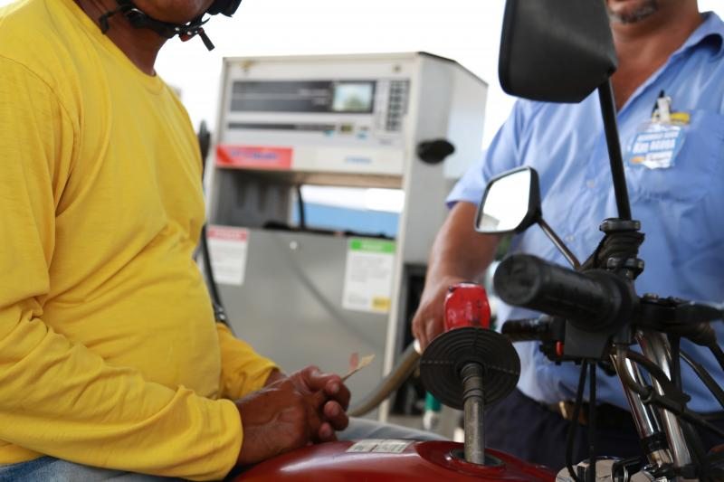 Arquivo- Combustíveis apresentaram queda nos preços médios em uma semana