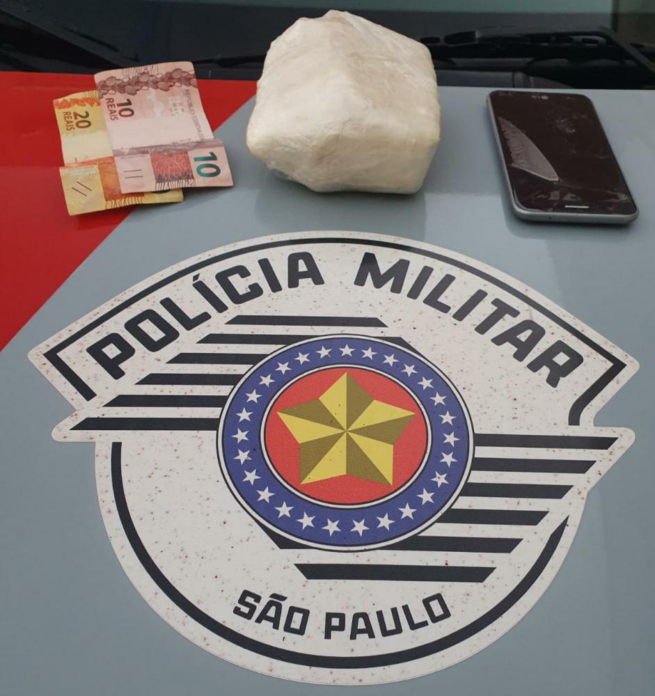 Polícia Militar - Indivíduo assumir a propriedade da droga e objetos