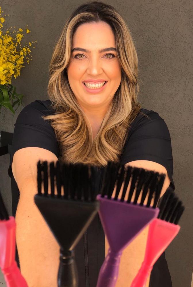 Cedida - Depois de fazer vídeos com dicas, Paula começou a realizar vendas online de produtos de beleza