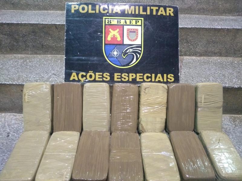 Polícia Militar - Tabletes de cocaína estavam dentro de isopor