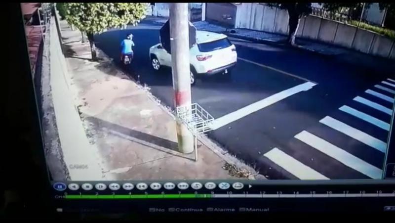 Reprodução/Site Jorge Zanoni - Batida entre veículos foi registrada por câmeras de monitoramento