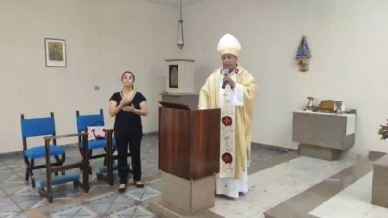 Reprodução/Facebook: Missa foi transmitida pelas redes sociais e pela Radio Onda Viva