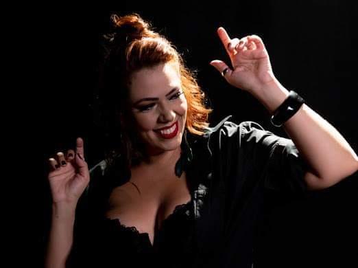 Divulgação / Pró Clipe - Dona de um sorriso largo, cantora prudentina se emociona com atual momento, longe dos palcos