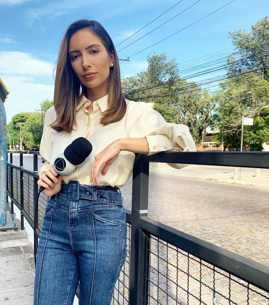 """Reprodução - Desde quarta, Paloma Poeta atua como repórter no """"Jornal da Record"""""""