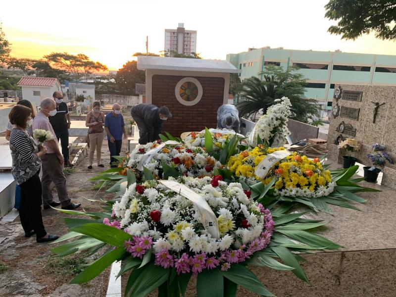 Cedida - Cerimônia restrita ocorreu ontem, no Cemitério São João Batista