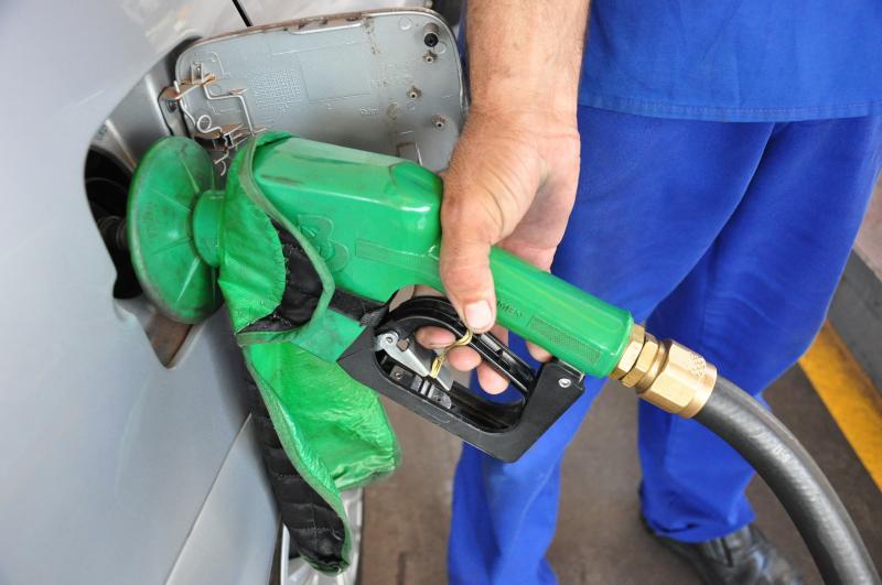 Arquivo - Queda acumulada da gasolina desde o início da pandemia é de 34,2%