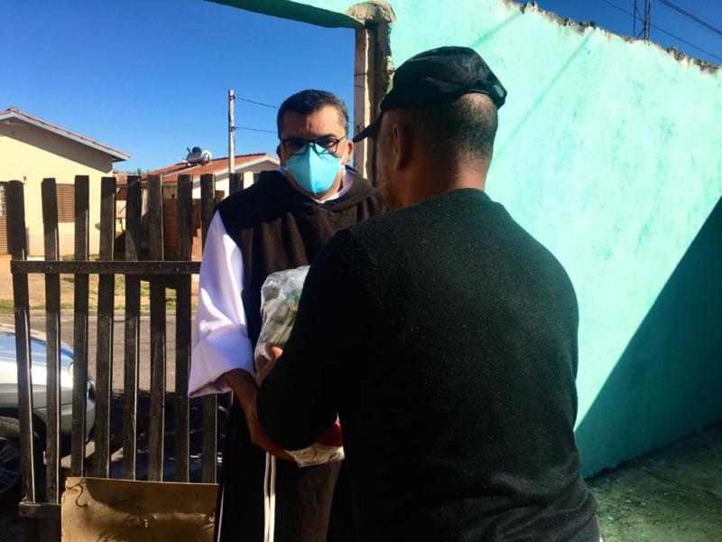 AI ALSF - Alimentos já estão sendo entregues para famílias de Prudente e Pirapozinho, respeitando as normas sanitárias orientadas pelas autoridades de saúde