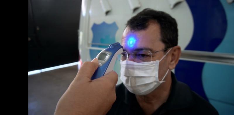 Croeste - Funcionários passam por aferição de temperatura e oxigenação sanguínea