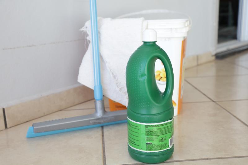 Isadora Crivelli - Água sanitária é capaz de desativar o novo coronavírus