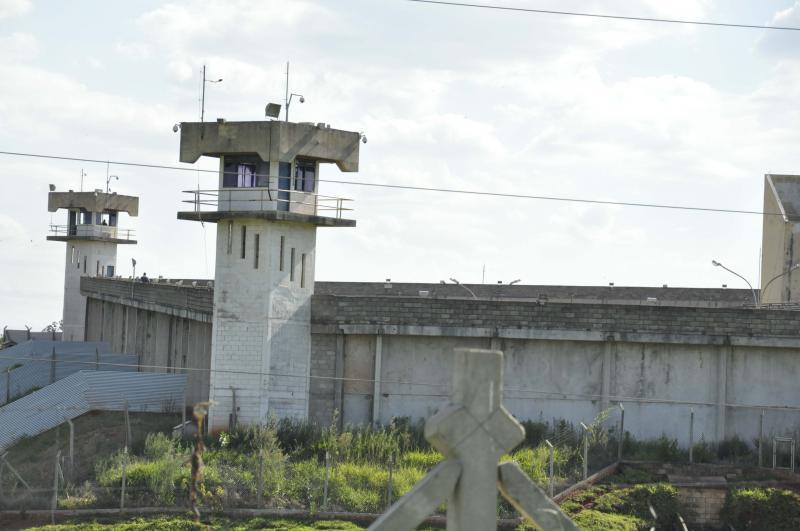 Arquivo - Correspondências passam por revistas mecânica e manual antes das entregas aos presos