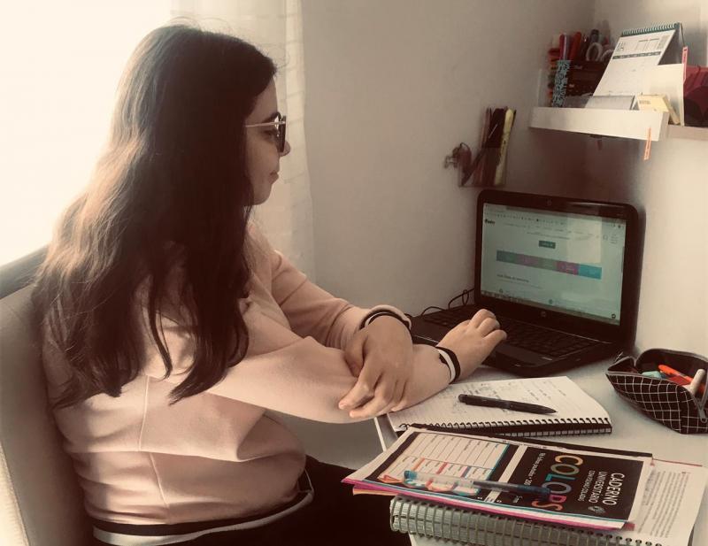 Cedida -  Ana Beatriz, durante a pandemia, tem estudado, como todos, de forma remota, em casa