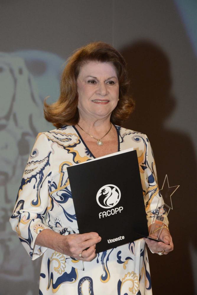 D. Marisa Gava Coquemalla, diretora das emissoras Band FM e 98 FM