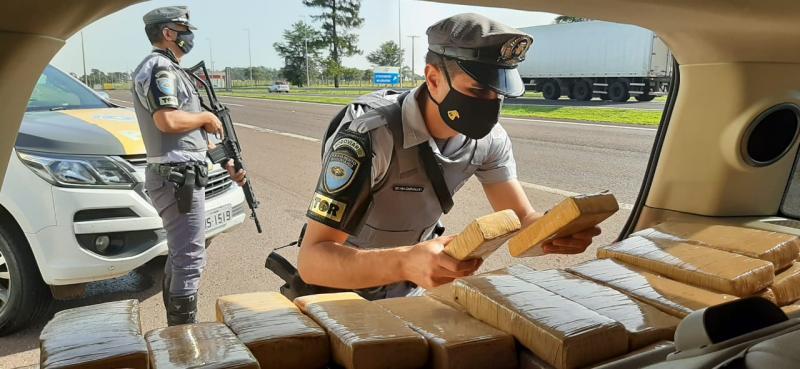 Polícia Militar Rodoviária - Droga estava em veículo com placas do Paraná