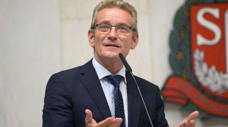 Ed Thomas na Assembleia Legislativa: deputado pela 4ª vez