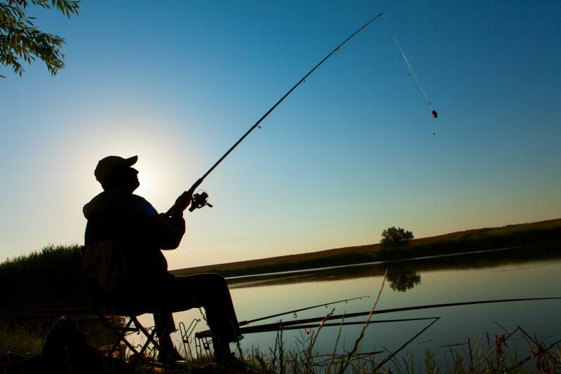 Freepik - Pesca amadora ou esportiva é a prática com equipamentos ou petrechos previstos em legislação específica