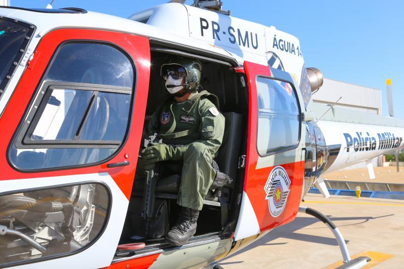 Weverson Nascimento:Dentro do Helicóptero Águia embarcam quatro policiais