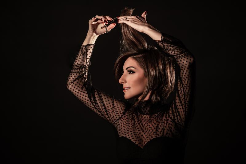 Foto: Jô Padovan -A cabeleireira Ana Kumizaki, especializada em chanel: apaixonada pelos cabelos curtos