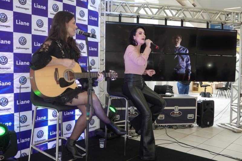 As cantoras Sofia Moreno e Gisele Neves
