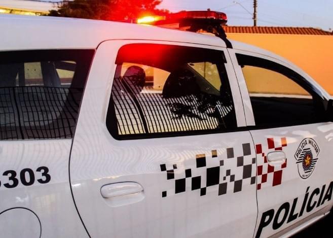 Polícia Militar - Equipe abordou indivíduo após vítima repassar as características