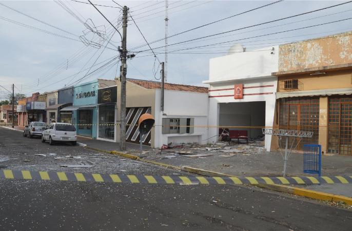 Polícia Civil - Após detonação dos explosivos, agências ficaram completamente destruídas e os valores foram subtraídos