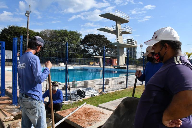 Marcos Sanches/Secom - Plantio de grama foi iniciado ontem no local pelas equipes das secretarias de Obras e Meio Ambiente