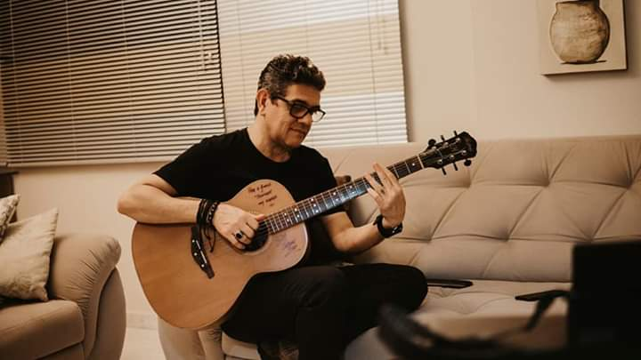 Divulgação - Epitaciano Bill Duque, que atualmente mora em Santos, é quem assina a letra da música