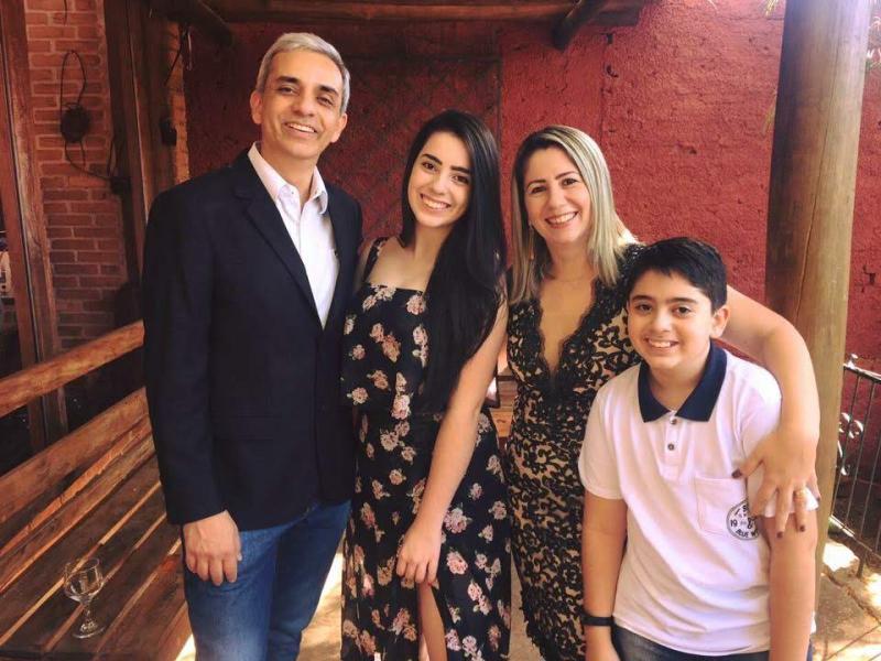 """Cedida -  Para Luis Isique, família é sinônimo da """"presença e presente de Deus"""""""