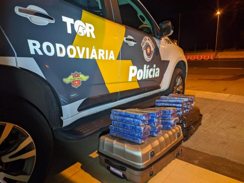 Polícia Militar Rodoviária - Tabletes estavam no bagageiro do veículo