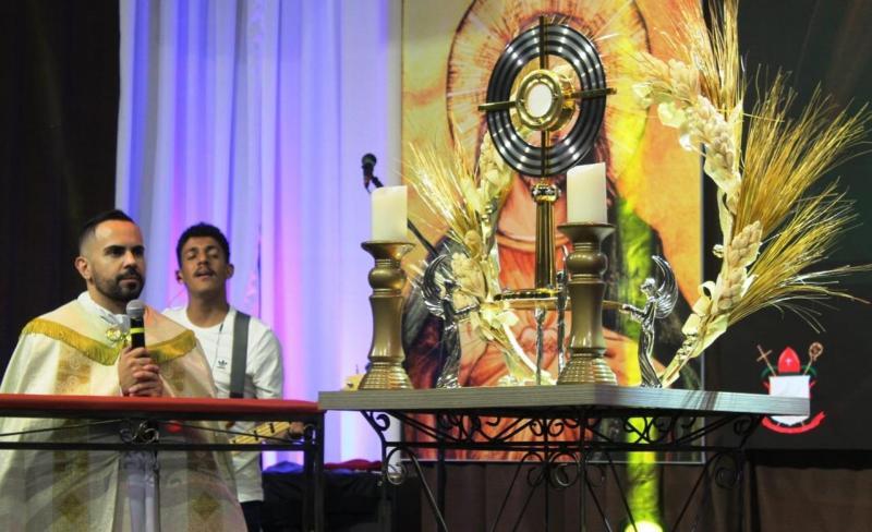 Pascom Tarabai - Padre Luciano criou a Vigília Diocesana da Juventude há cinco anos
