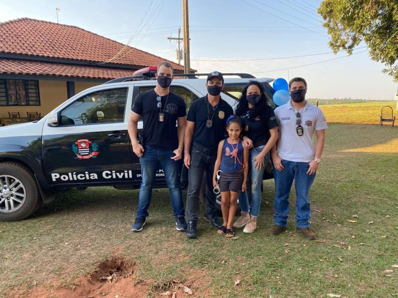 Polícia Civil - Luan (à esq.), Ricardo, Vitória, Ana Paula e Fernando