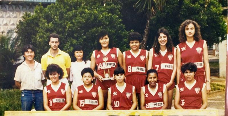 Cedida - Em 1986, Érica (1ª em pé, à dir.) começou a disputar jogos pela Federação Paulista
