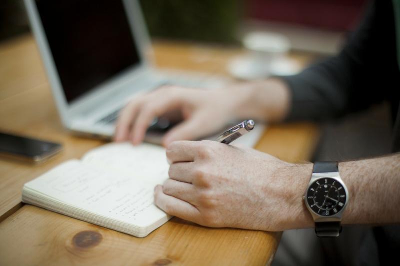 Pixabay - Ambiente de trabalho deve estar adequado para desenvolvimento das atividades