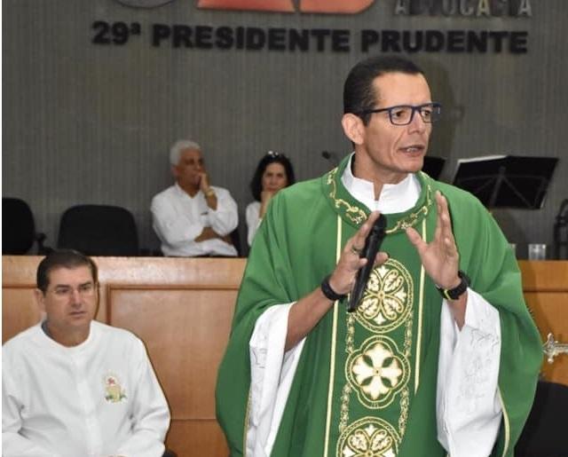 Reprodução/Facebook - Padre Fernando aguarda resultado do exame da mãe