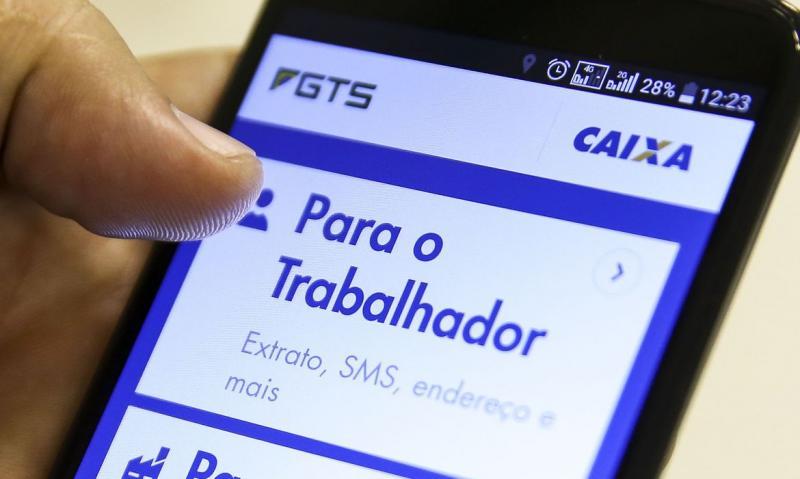 Marcelo Camargo/Agência Brasil - A partir do dia 31, trabalhadores poderão consultar valor do crédito no aplicativo