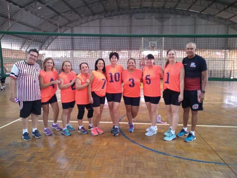 Cedida - Nani com os amigos Dito, Jaime e atletas do time da Semepp