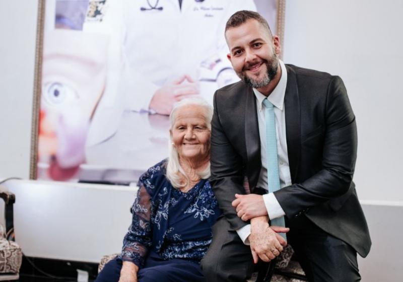 Cedida - Wilson com sua mãe, no dia de sua formatura em Medicina