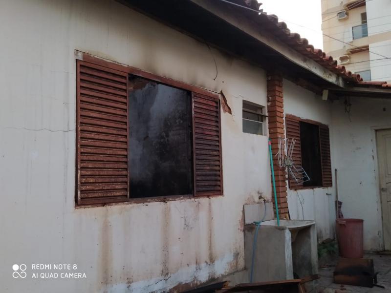 Defesa Civil - Risco de desabamento de outra parte do telhado era iminente