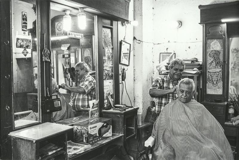 """Carlos Castilho - Foto do salão de barbeiro, """"das antigas"""", em Cartagena (Colômbia), 1º lugar na categoria imagem PB"""