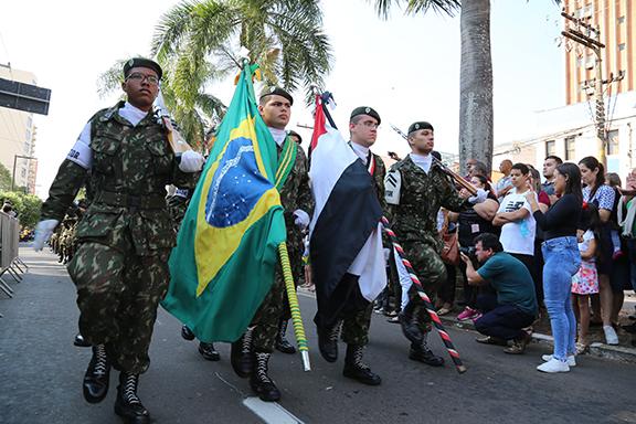 Arquivo - Organizado pelo TG, desfile apresentava grupos escoteiros, policiais, bombeiros e outros