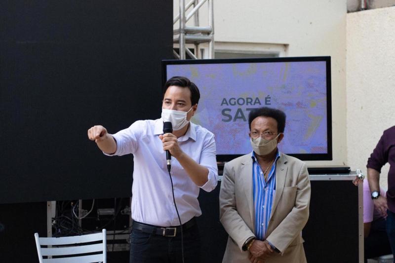 Cedida - Sato disputa o pleito majoritário ao lado do vice Jailton Santiago