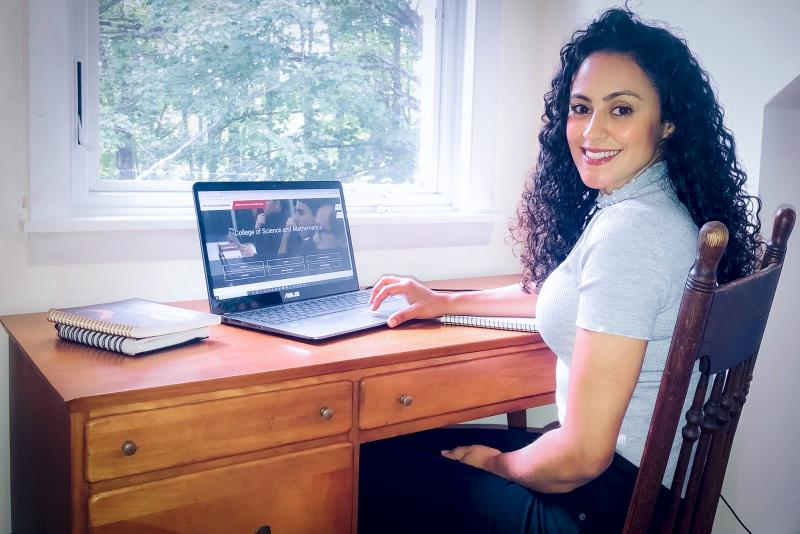Cedida -Tatiane é ex-aluna da licenciatura em Química e se prepara para fazer mestrado nos EUA