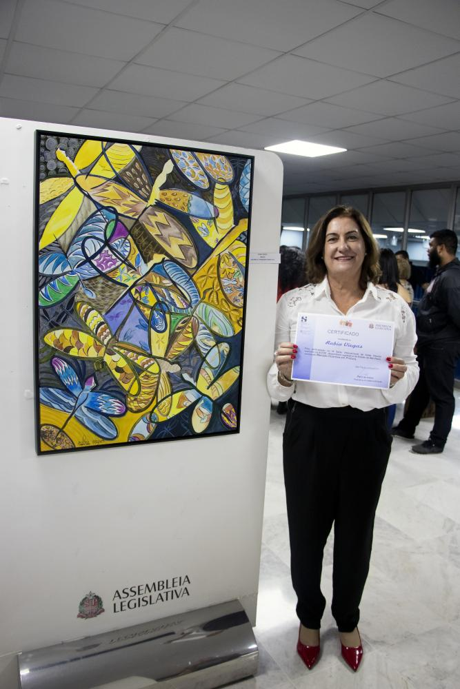 Em sua participação na Alesp, a artista recebeu Menção Honrosa por participar com a tela