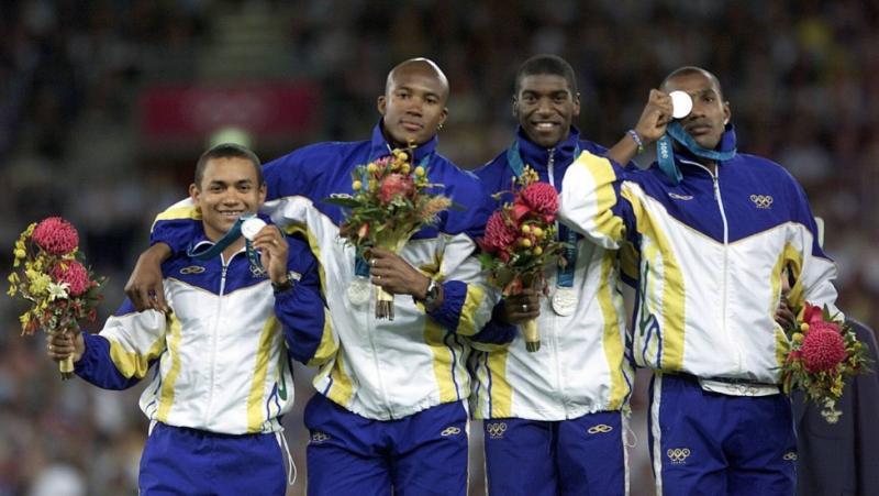 Cedida - Vicente Lenílson, Edson Luciano Ribeiro, André Domingos e Claudinei Quirino garantiram prata para o Brasil, no revezamento 4x100, em 2000