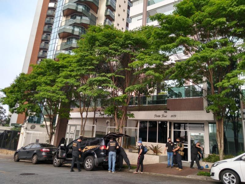Polícia Federal - Apartamentos de luxo foram alvos da operação de hoje