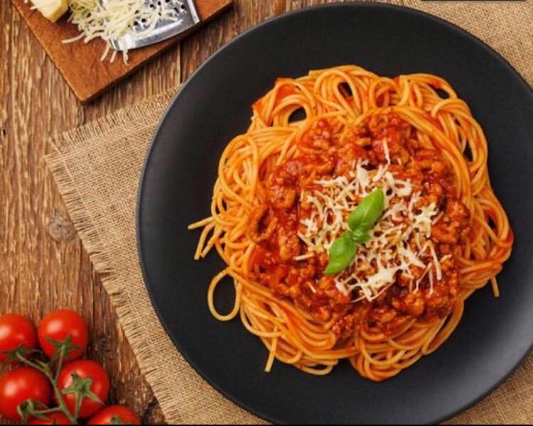 La Pasta: fettuccine, fusilli, penne integral ou normal e espaguete