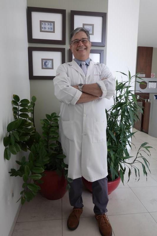 """""""Quando fui monitor voluntário do Departamento de Tocoginecologia já queria auxiliar esses casais, mas foi após a Residência em Urologia que consegui me especializar em Reprodução Humana Assistida"""