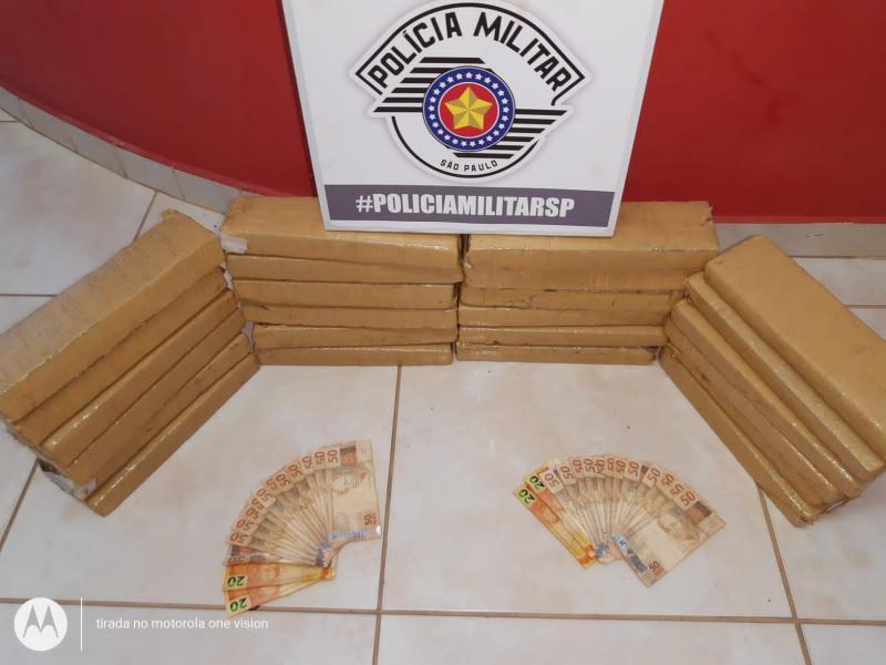 Polícia Militar - Dupla receberia R$ 5 mil para transportar a droga